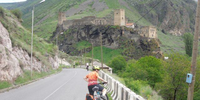Mit dem Fahrrad durch Georgien radeln – als Gruppenreise oder alleine?